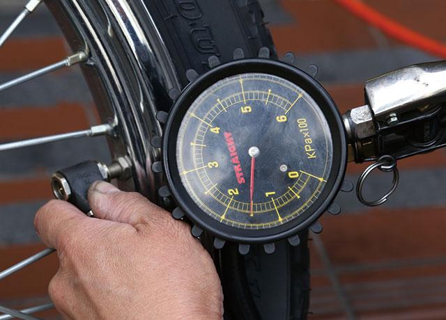 ご存知ですか?バイクの正しい空気圧!適正でないと危険ですよのサムネイル画像