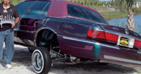 車がダンス!?海外の車が踊る動画が話題にのサムネイル画像