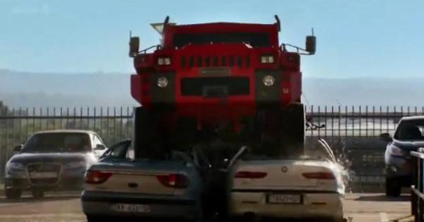 【最強の車】爆弾もものともしないマローダーが怪物すぎる!のサムネイル画像